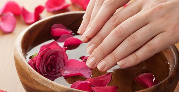 Co to jest manicure hybrydowy?
